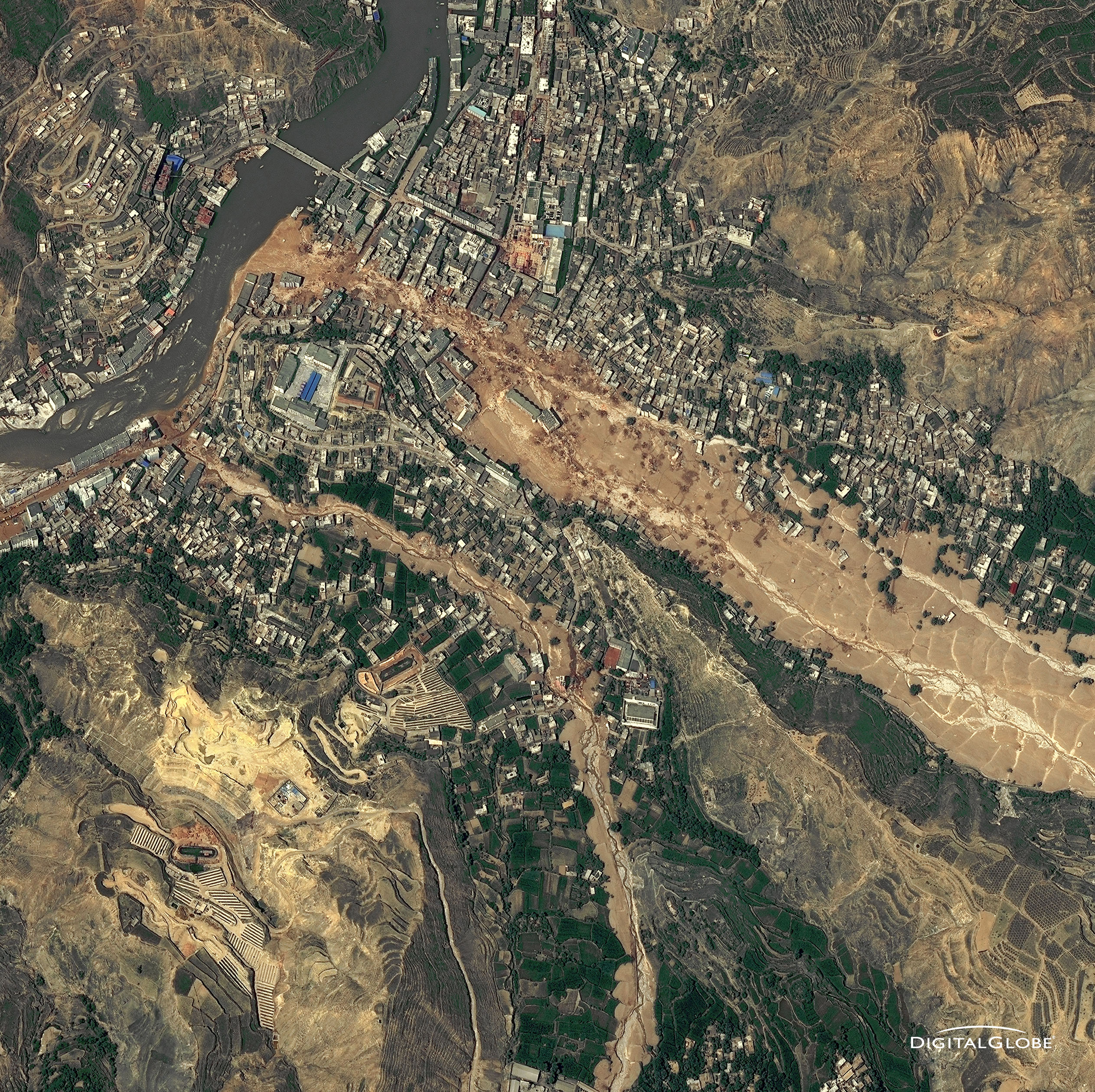 landslide in china essay Landslide causes tsunami on the daning river in chongqing, china a huge landslide has triggered a tsunami on the daning river (a tributary of the yangtze) in wushan county in yangqing municipality, china.