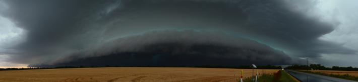Panoramic view of a shelf cloud approaching in Kansas