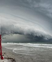 Shelf cloud approaching beach